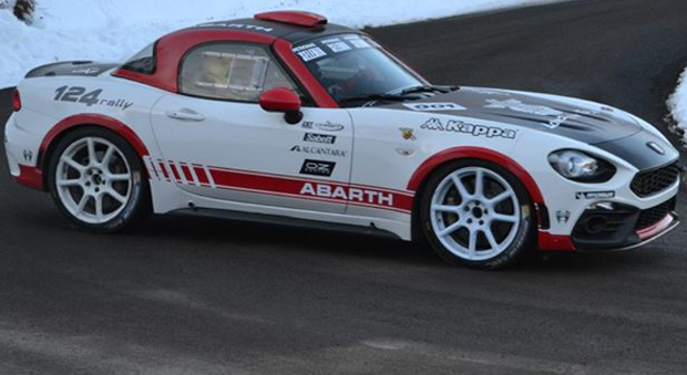 La Abarth 124 Rally durante un test