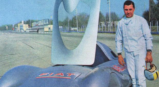 Mario Poltronieri nel 1960 nella veste di pilota su una Fiat Abarth 1000