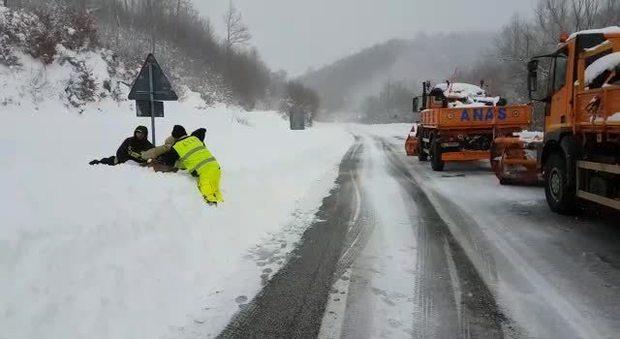 Frosinone, vecchietto disperso nella neve: il salvataggio