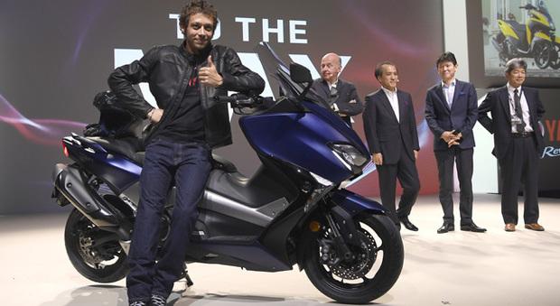 Valentino Rossi ha svelato il nuovo Yamaha T-Max