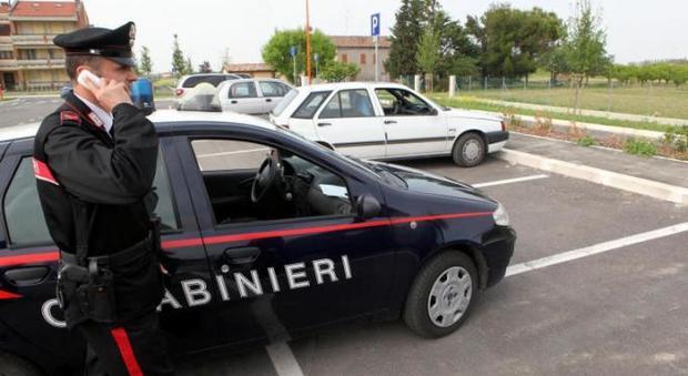 Suv sospetto non si ferma all'alt e sperona auto dei carabinieri: preso
