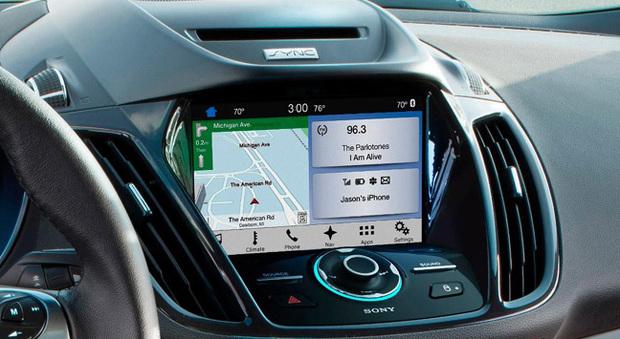 Il sistema di infotainment di un'auto con lo SmartDeviceLink