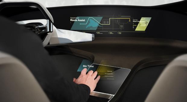 Gli interni di un modello BMW a guida autonoma