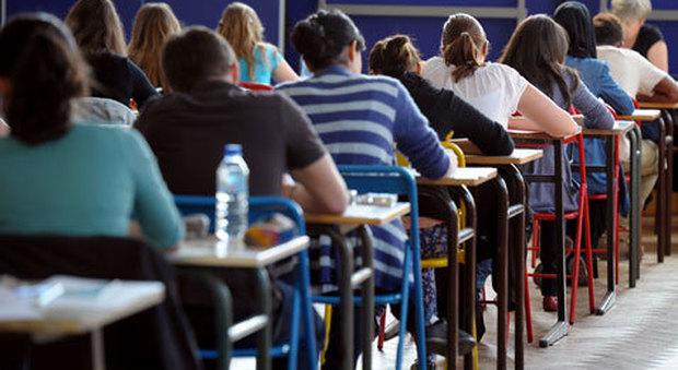 Terza media e maturità, l'esame sarà più facile: meno prove scritte, niente invalsi