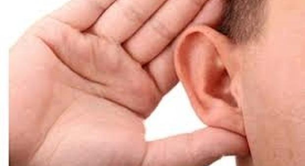 Orecchie in pericolo: con troppi analgesici o aspirina si rischia di perdere l'udito