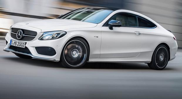Grazie alle qualità di questo V6 biturbo, la nuova C 43 4Matic Coupé scatta da 0 a 100 km/h in 4,7 secondi e raggiunge - in assenza di limiti - una velocità massima limitata elettronicamente a 250 km/h