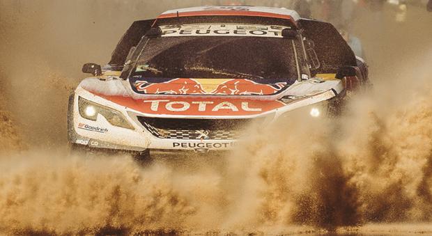 La Peugeot 3008 DRK di Loeb impegnata nel fango