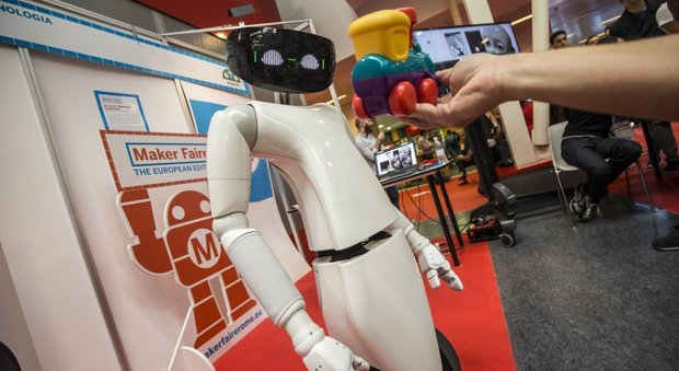R1, robot-assistente che fa i compiti e controlla la nostra salute