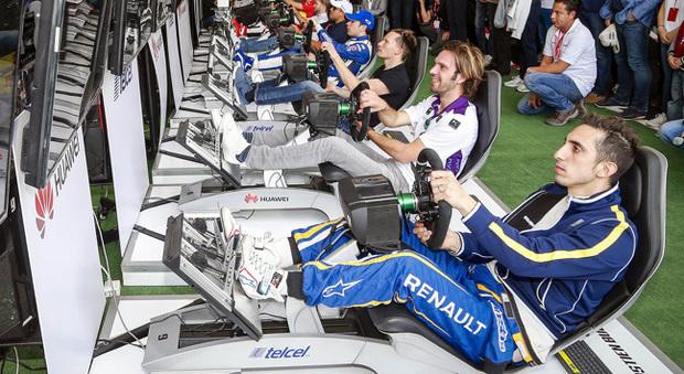 I piloti della Formula E impegnati nelle prove della gara virtuale di Las Vegas