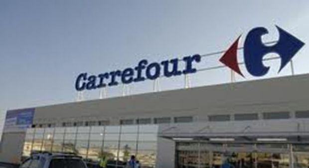 Carrefour chiude tre supermercati e taglia 500 posti in Italia