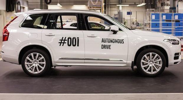 Una Volvo V90 a guida autonoma
