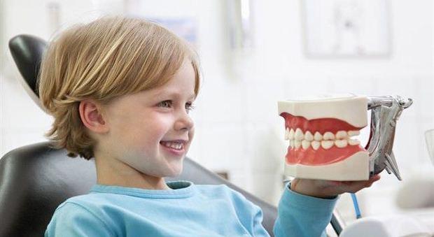 Bambini, anche le carie dei denti da latte vanno curate