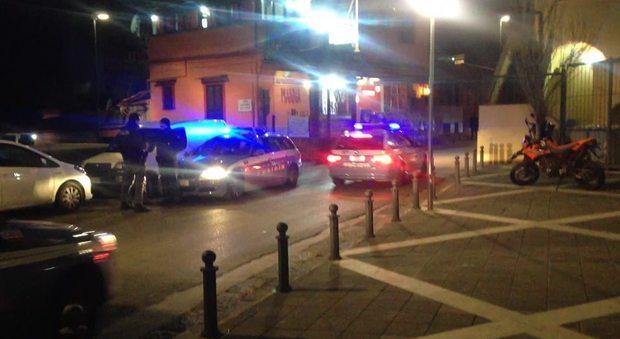 Polizia interviene a Pianura per impedire fiaccolata non autorizzata