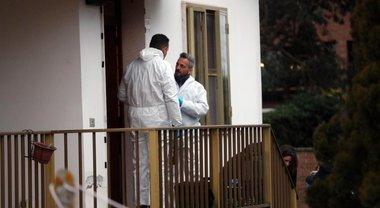 Genitori uccisi a colpi d'ascia il patto tra il figlio e l'amico «Mille euro per il massacro»