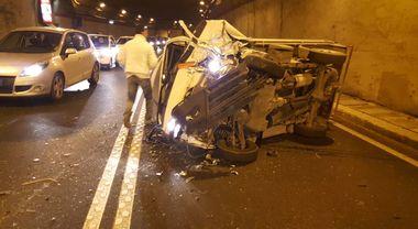 Seiano, incidente in galleria: tre automobilisti feriti, traffico in tilt | Foto