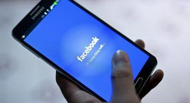 Facebook variopinto: presto si potranno colorare i post