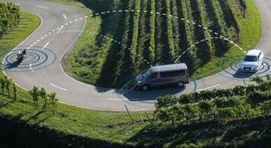 Bosch e lo Scudo Digitale, la connessione tra auto e moto per ridurre gli incidenti