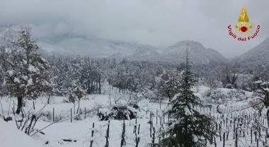 50 cm di neve in Irpinia: boy scout evacuati, medicinali a un'anziana