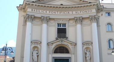 Irrompe nella basilica di Sant'Alfonso e aggredisce i preti: choc a Pagani