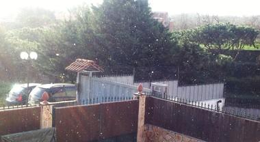Napoli, cade la prima neve: fiocchi anche a Pianura