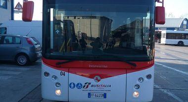 Bus Italia, ecco i primi 8 pullman ma arrivano anche i vandali