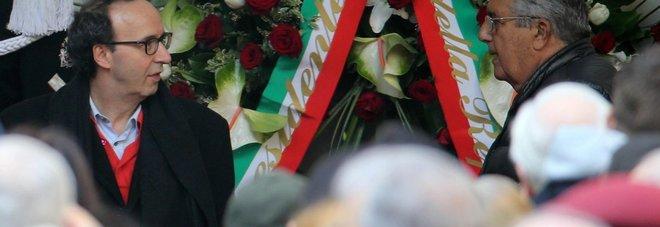 Umberto Eco, in centinaia al funerale al Castello: anche il ministro Franceschini e Roberto Benigni - Foto