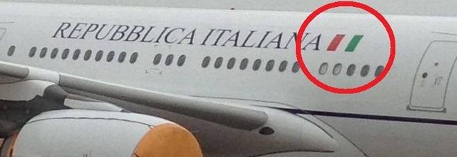 """Air Force One di Palazzo Chigi, il tricolore è rovesciato: """"Convenzione aeronautica"""" -Guarda"""