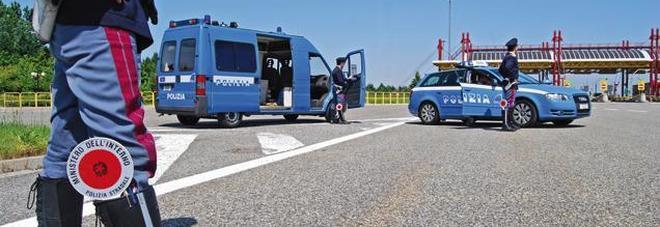 Con la sua Bmw insegue in A4 l'auto  dei ladri e chiama il 113: arrestati