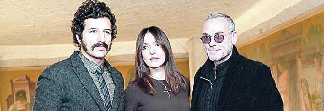 Ambra Angiolini in 'Tradimenti' al Manzoni: regia di Michele Placido