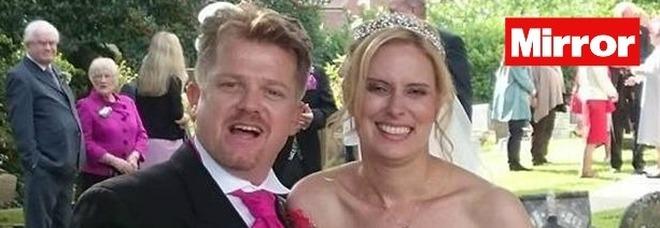 """""""Ho sposato un uomo incontrato una sola volta 13 anni fa: il primo bacio dopo la sua proposta"""""""