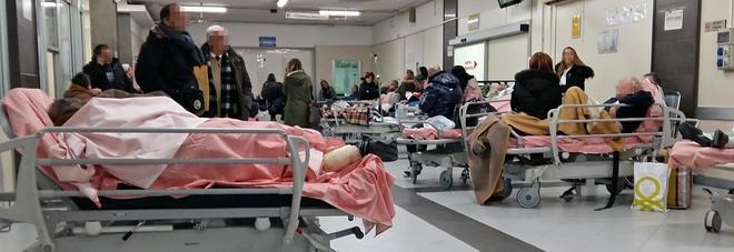 Emergenza barelle al Cardarelli i pazienti gravi in sala operatoria