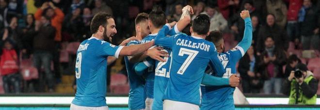 Napoli-Chievo 3-1 ma la Juve risponde agli azzurri, la squadra di Sarri resta seconda  