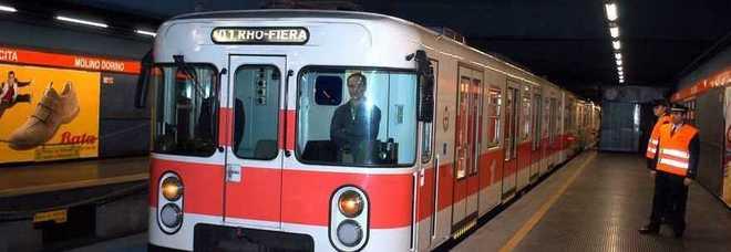 Metropolitana choc, donna si getta sotto il treno a Loreto: è in fin di vita all'ospedale