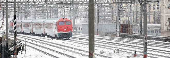 Neve e disagi. Trenitalia: collegamenti a rischio Enel: nelle Marche 20mila utenze senza corrente