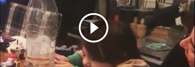 """Mamma Belen canta, Santiago è critico: """"È bravissima, ma..."""" -Video"""