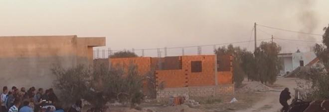 Scontri esercito-Isis: 45 morti in Tunisia. Scatta il coprifuoco