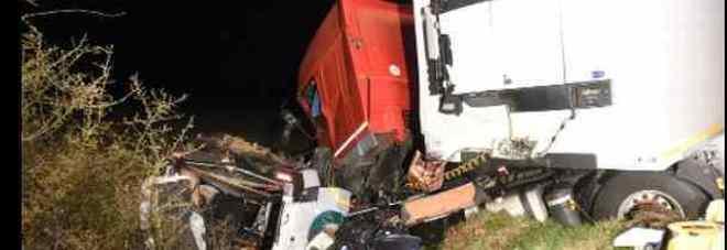 Francia, scontro tra minibus e camion: 12 morti. Feriti due italiani