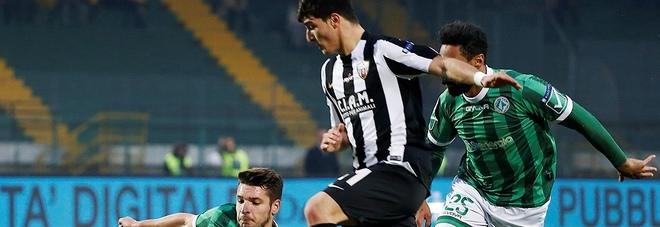 Riccardo Orsolini, 19 anni, in azione durante una partita dell'Ascoli