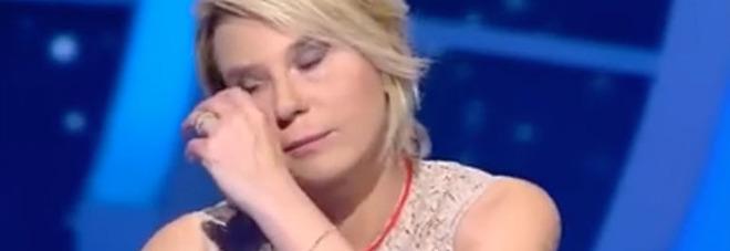 """Maria De Filippi, il dolore durante la conferenza stampa per """"Amici"""": """"E' morta mia madre"""""""