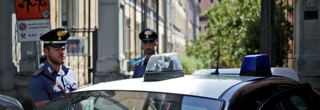 Roma, violentano donna incinta di 7 mesi dentro una scuola: arrestati due uomini