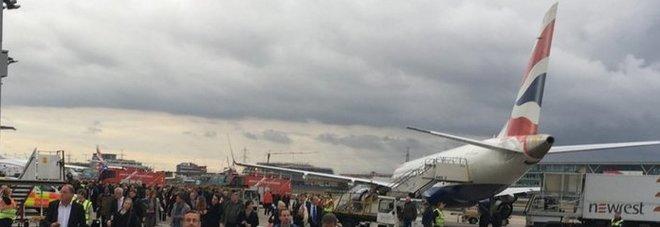 Londra, primo aeroporto con la torre di controllo virtuale: i controllori di volo sono a 200 km di distanza