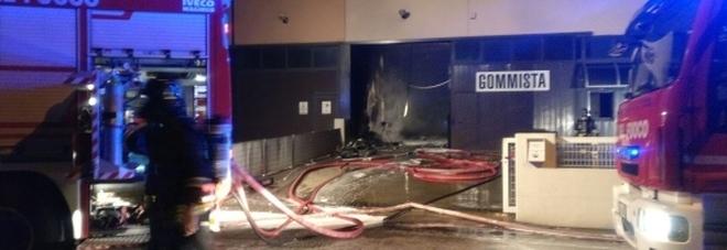 L'immagine dell'incendio scattata dai Vigili del Fuoco