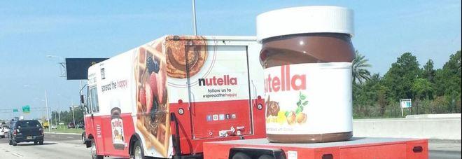 A1, camion di Nutella si ribalta all'altezza di Orvieto