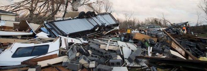 """Tornado in Virginia, """"sale"""" sulla East Coast: 4 morti, anche un bambino di due anni -Foto"""