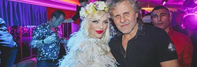 Ilona Staller con Rosso
