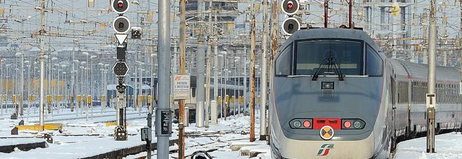 Sisma, treno bloccato a San Severino Bus sfida la neve e salva passeggeri