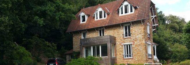 Affittano una villetta Airbnb per un compleanno: ma quello che trovano è da film horror -Guarda