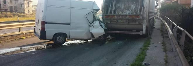 incidente a Formia tra furgone e mezzo della N.U.