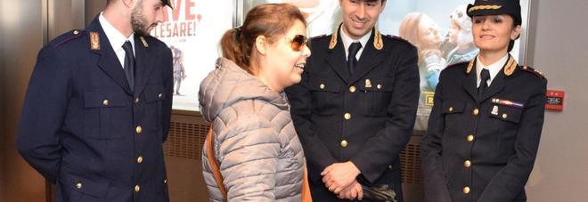 """""""Non può assistere al film col cane-guida"""": Roberta chiama la polizia ed entra in sala col suo Rasta"""