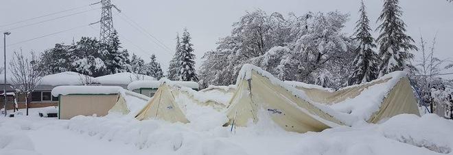 Pieve Torina, scosse e neve Crolla tensostruttura adibita ad asilo